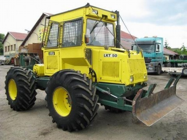 Tractor Forestier cu Troliu si Lama LKT 50