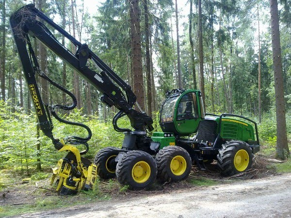 Utilaj Forestier de Recoltat Busteni Harvester John DEERE